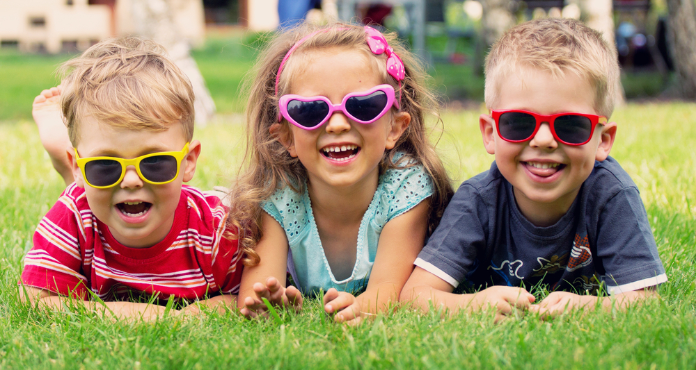 Children-with-sunglasses